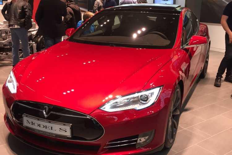 """Tesla model S utsågs till """"Folkets val"""" vid miljöbästa bil 2016."""