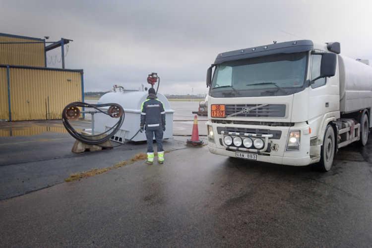 Trollhättan- Vänersborgs flygplats kör sina servicefordon på biodieseln HVO.